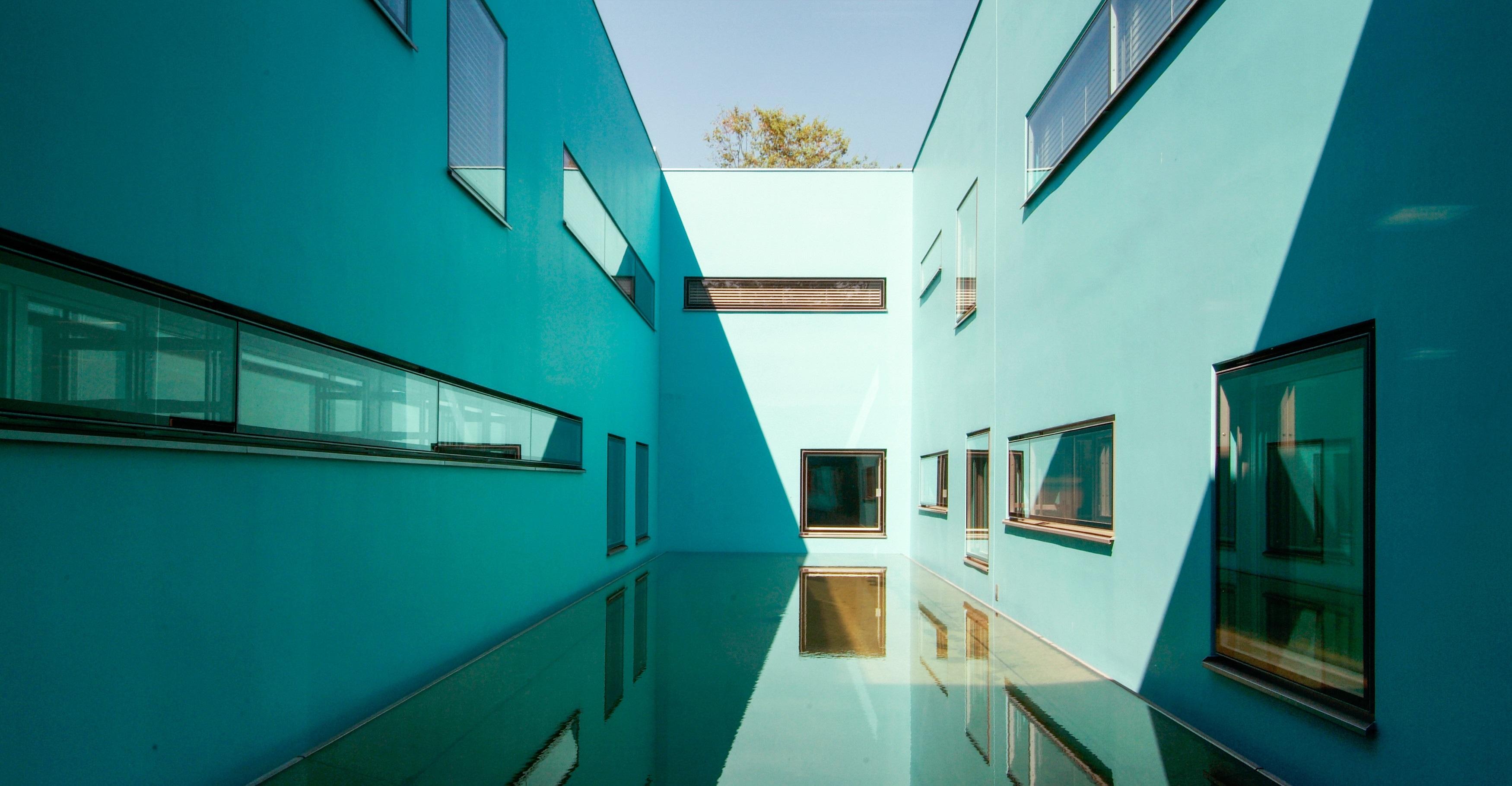164 Tierspital Innenhof Blau
